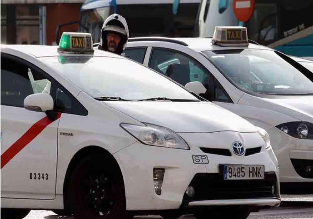 Los taxistas de Madrid exigen la regulación de los VTC