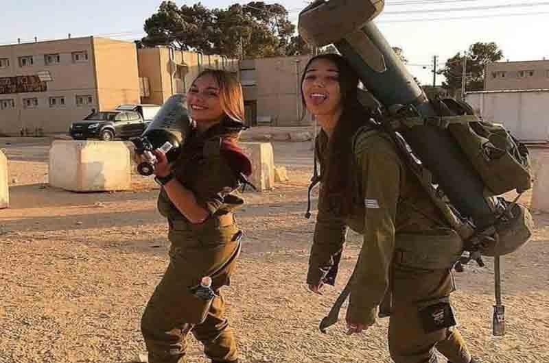 Servicio militar obligatorio, pero solo para mujeres