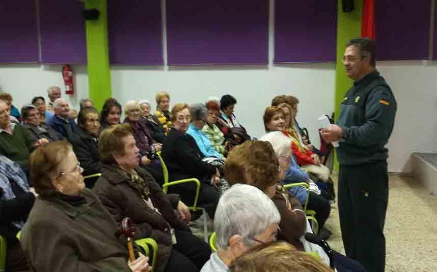 Estafaban a ancianos haciéndose pasar por miembros del Servicio Andaluz de Salud