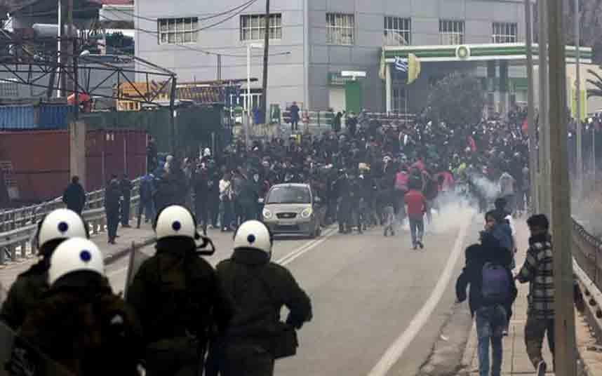 El gobierno de PSOE-Podemos envía policías a Grecia para atacar a los migrantes