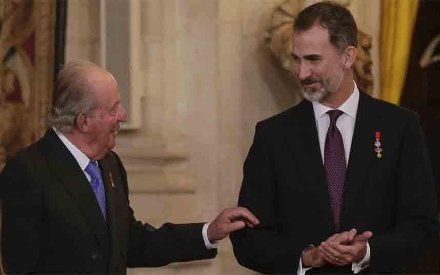 Felipe VI retira la asignación a Juan Carlos I y renuncia a su herencia