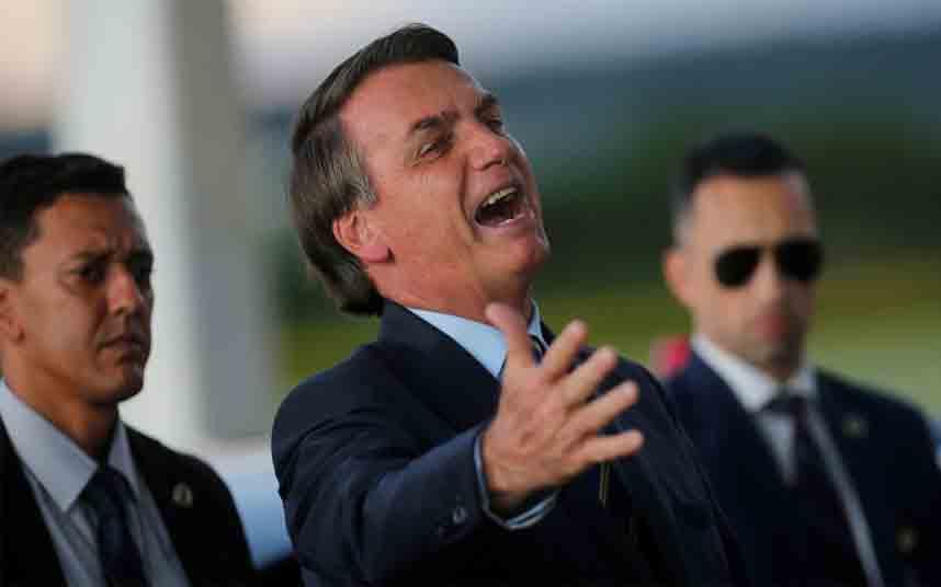 Bolsonaro curará a Brasil del COVID-19 con rituales religiosos