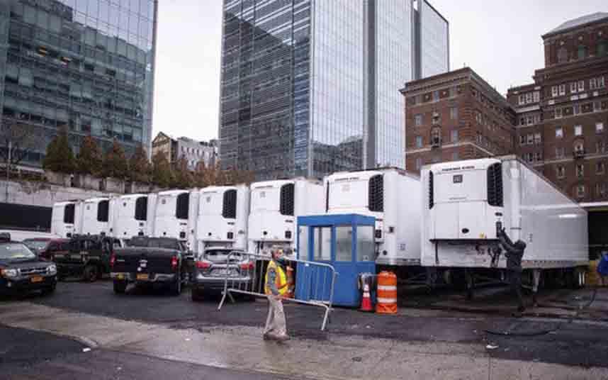 Camiones refrigerados convertidos en morgues en pleno Manhattan