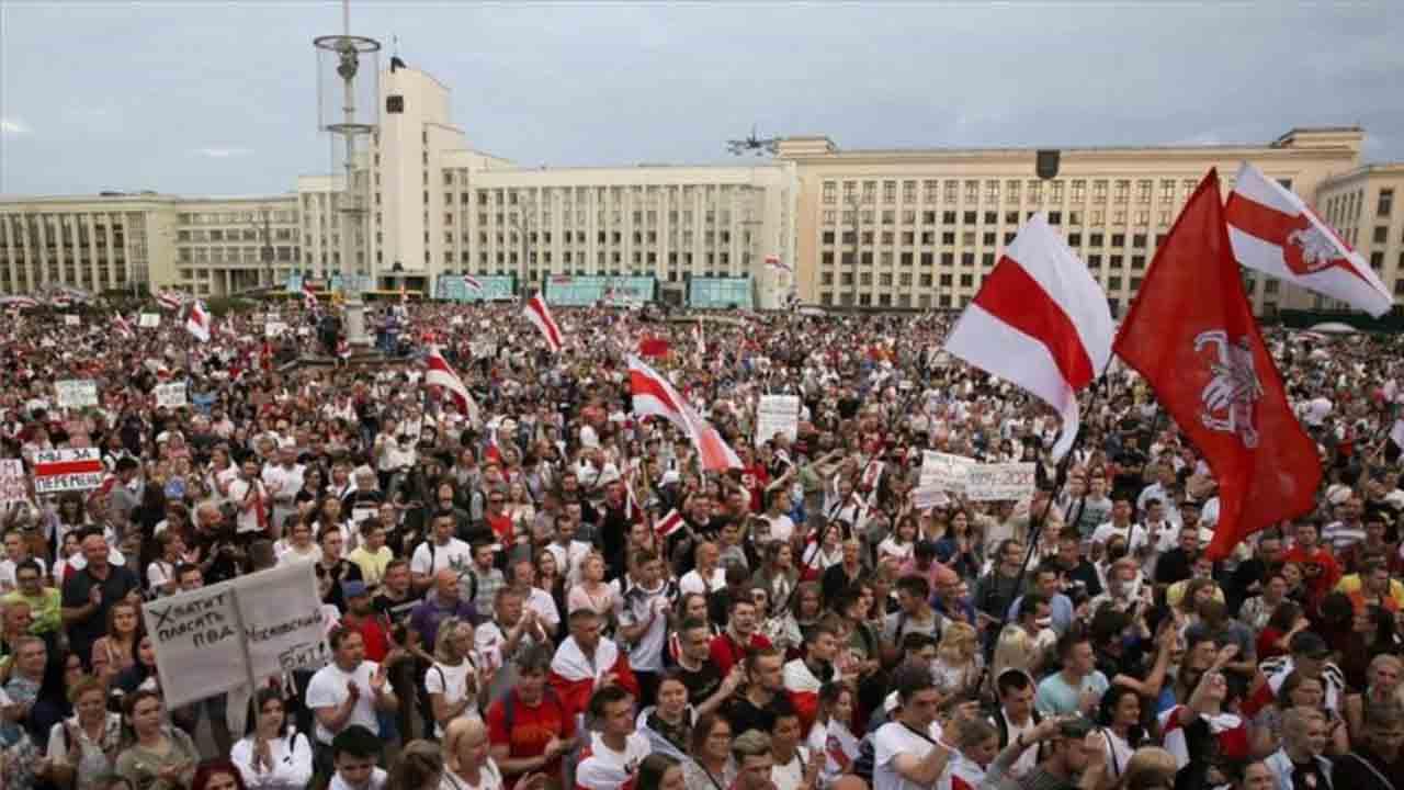 Los manifestantes de Bielorrusia exigen la destitución de Lukashenko