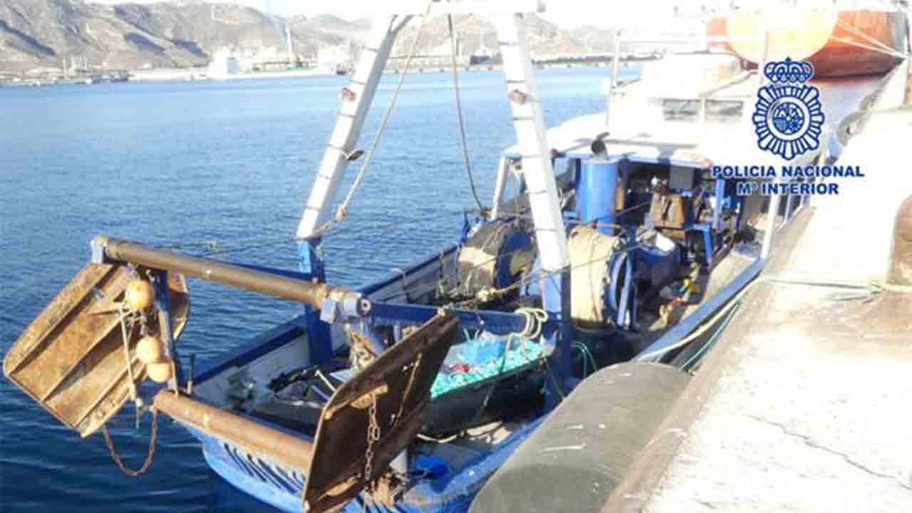 """Detenidos dos """"pateristas"""" que trasladaban a 79 argelinos a bordo de un pesquero"""