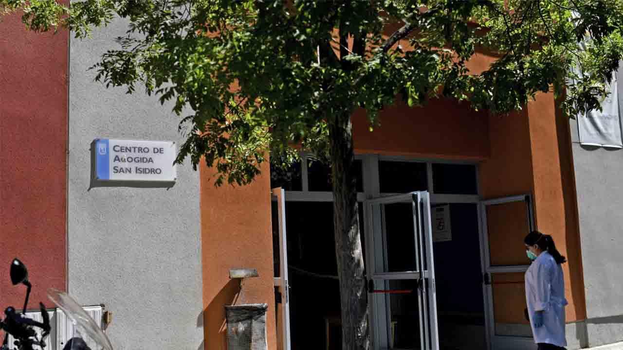 Los centros de acogida de Madrid están descontrolados y sin test de Covid