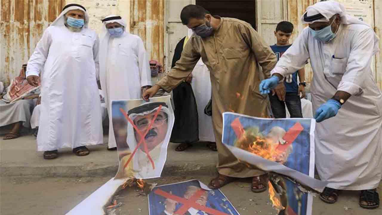 Los palestinos se manifiestan contra la normalización de Bahréin e Israel