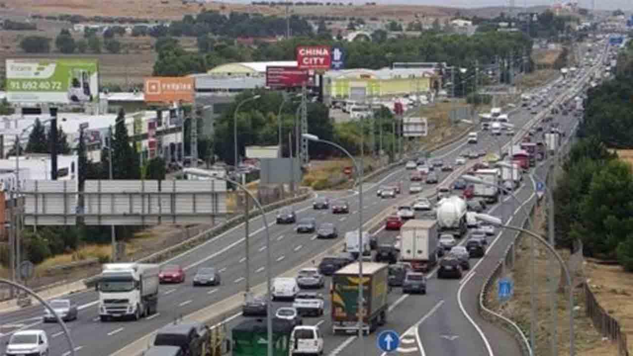 Madrid confinará a 900.000 personas el lunes mientras permite una salida en masa