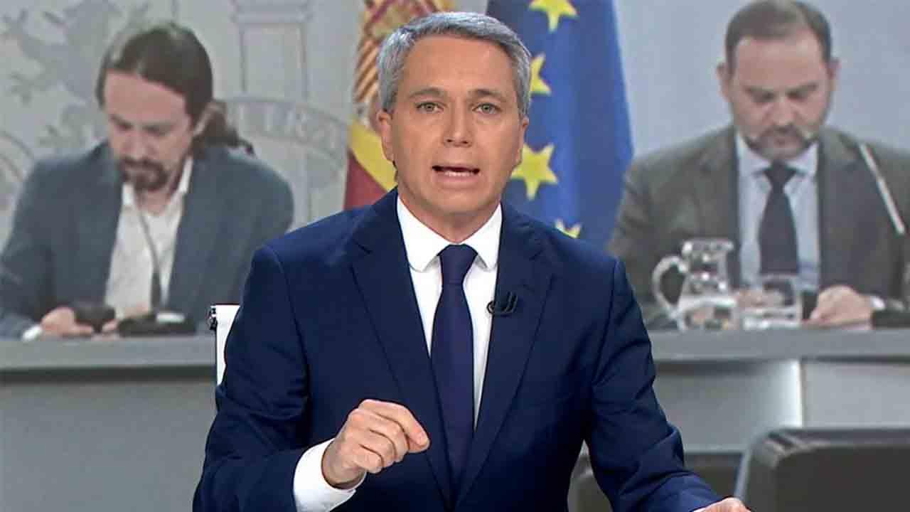 Vicente Vallés vuelve a hacer su política en los informativos