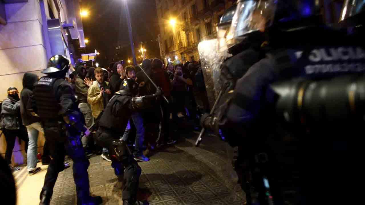 Condecorados 423 Mossos por la represión en las protestas contra la sentencia del Procés