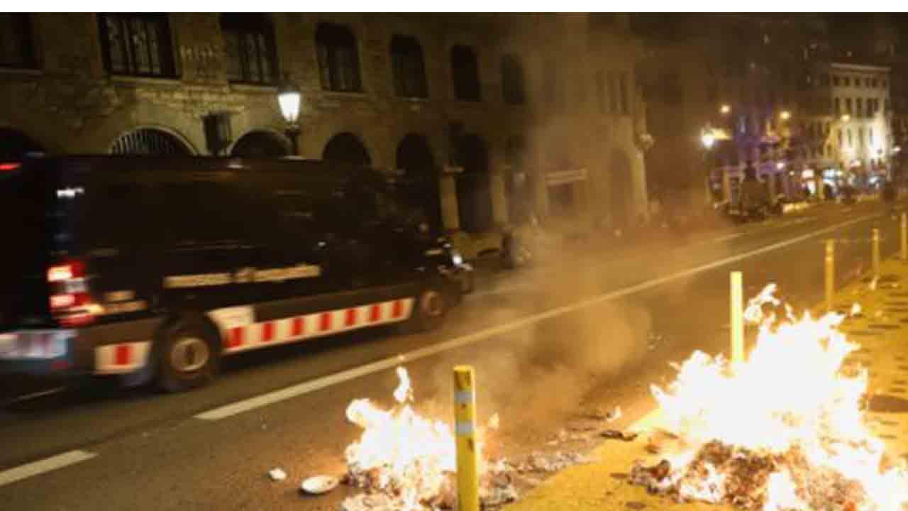 Disturbios y saqueos en Barcelona apoyados por la ultraderecha de Vox