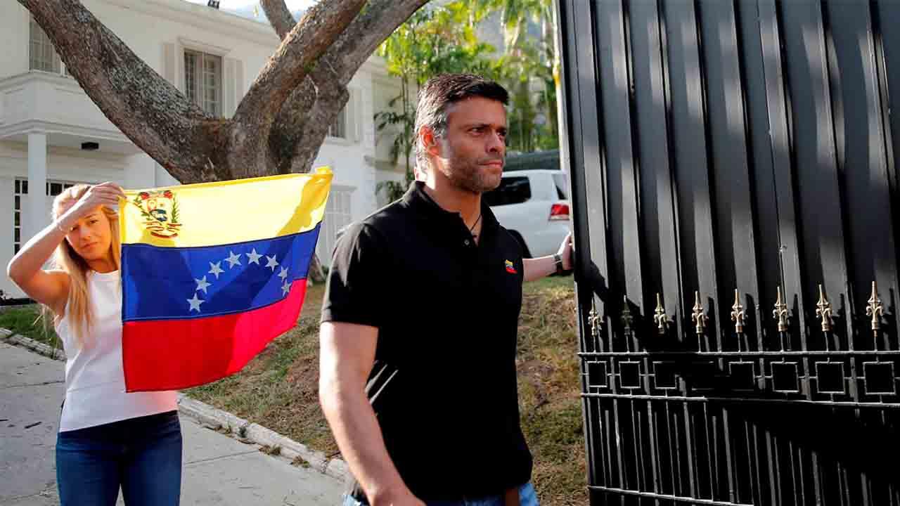Leopoldo López huye de Venezuela después de haberse refugiado en la embajada española