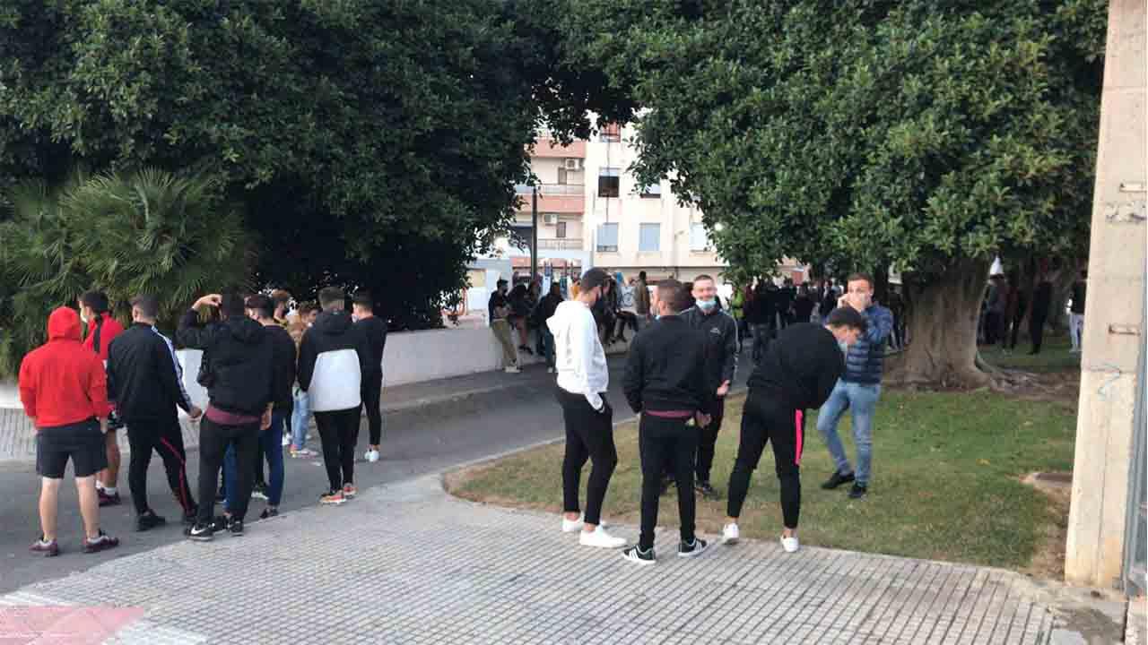 Un grupo ultra de Gandia acorralado por los vecinos en una respuesta antifascista