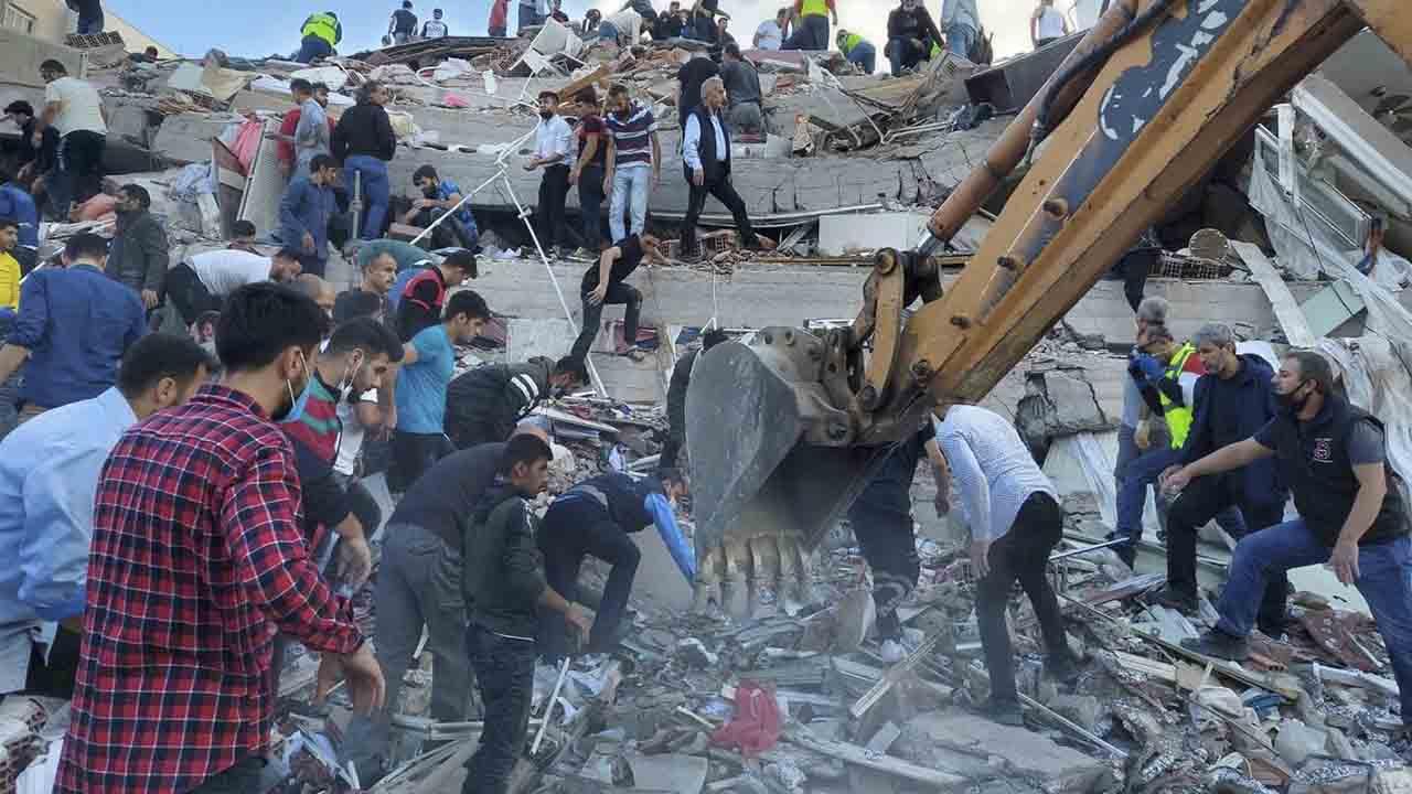 Un poderoso terremoto en el mar Egeo sacude a Turquía y Grecia