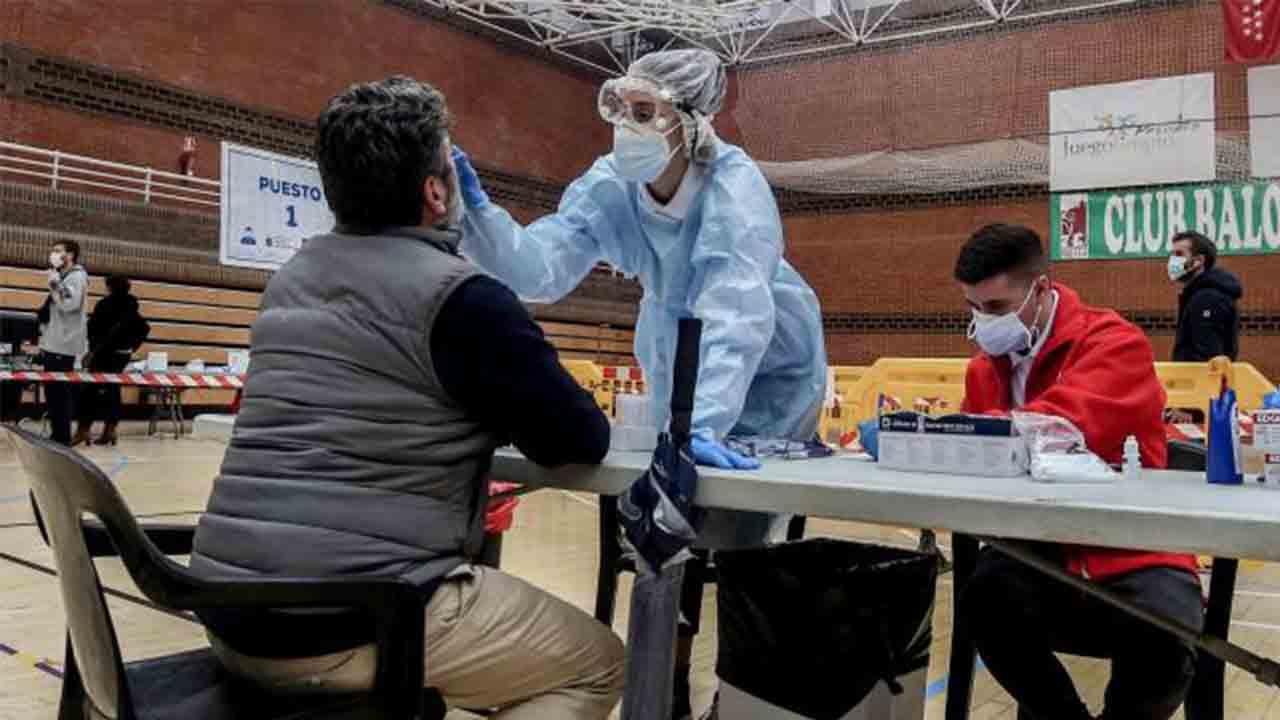 Madrid levanta restricciones y presume de la gestión que hace bajar los contagios