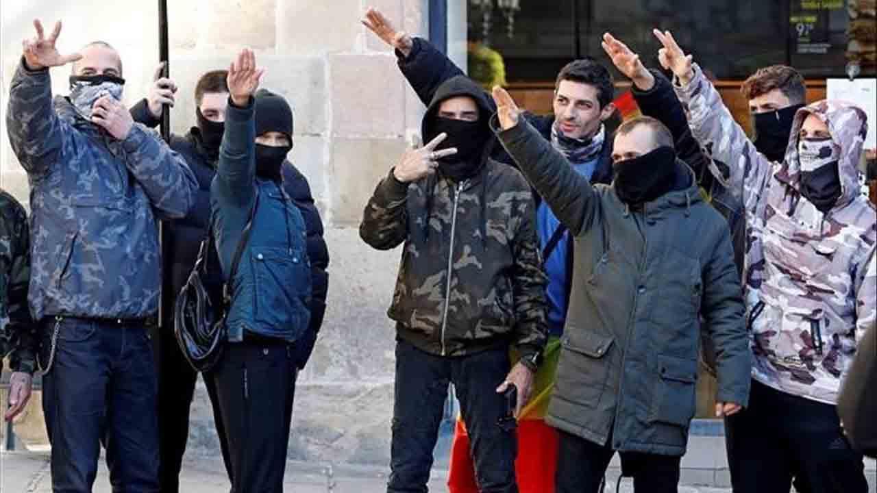 Al menos dos detenidos en la concentración de Vox en Barcelona por la Constitución