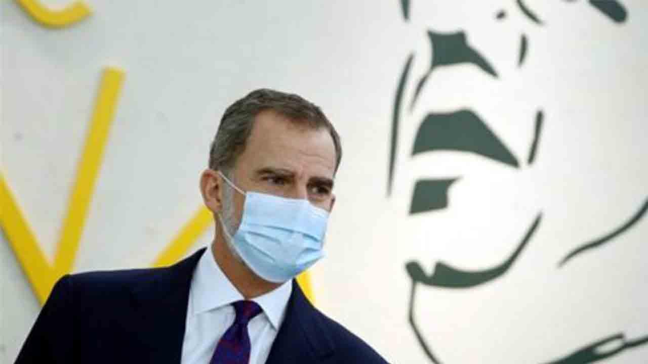 Felipe VI visita Barcelona a escondidas para entregar el premio Cervantes a Joan Margarit