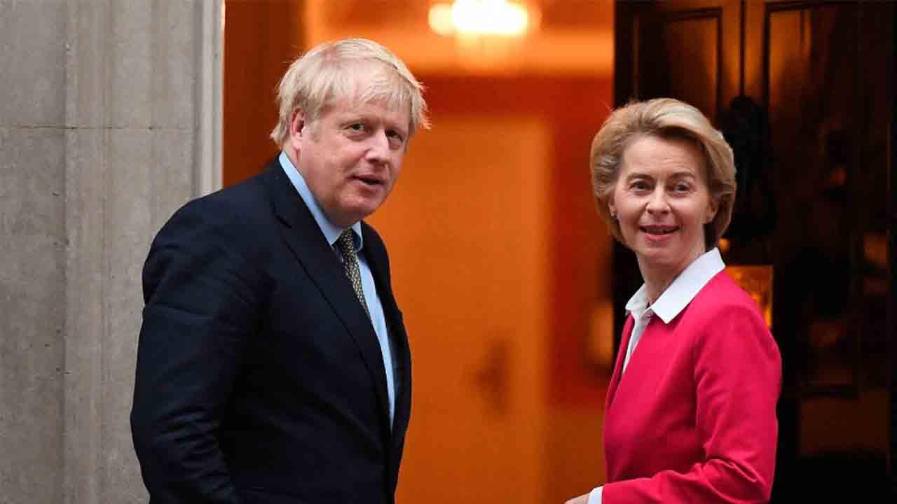 Johnson y la UE prometen hacer un 'esfuerzo adicional' para resolver el Brexit