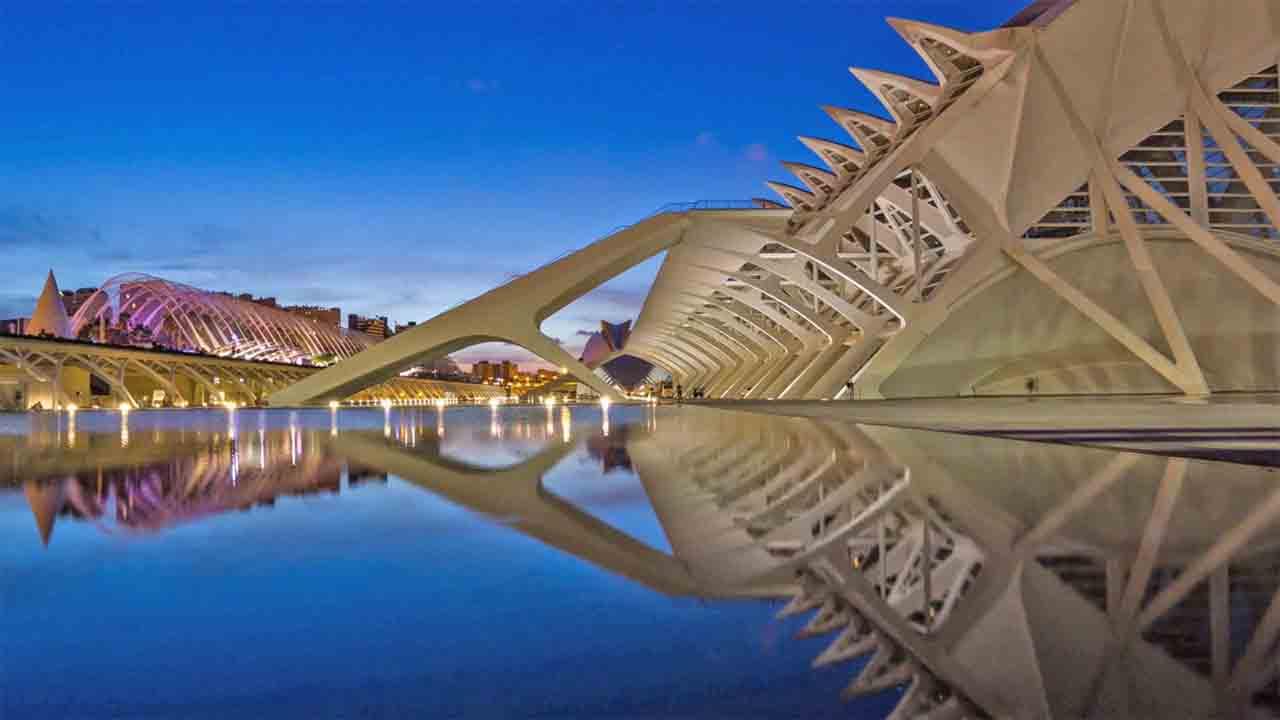 Las reservas turísticas en Valencia caen un 43% en una semana