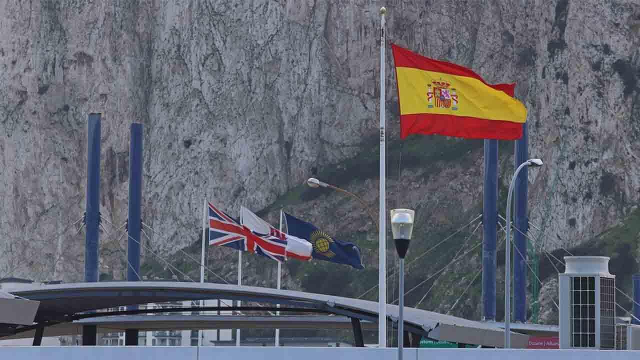 Acuerdo con Londres para aplicar Schengen en Gibraltar y eliminar la verja