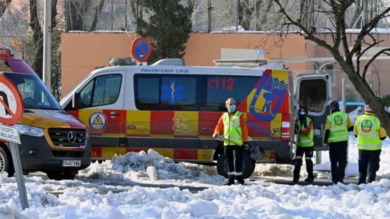 Encuentran el cuerpo de un hombre bajo la nieve en Arganzuela