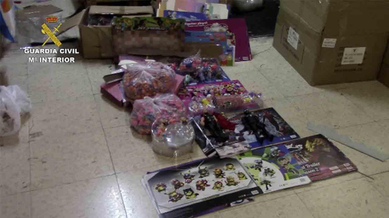 Incautados 30.000 juguetes falsificados en cinco centros mayoristas de Murcia