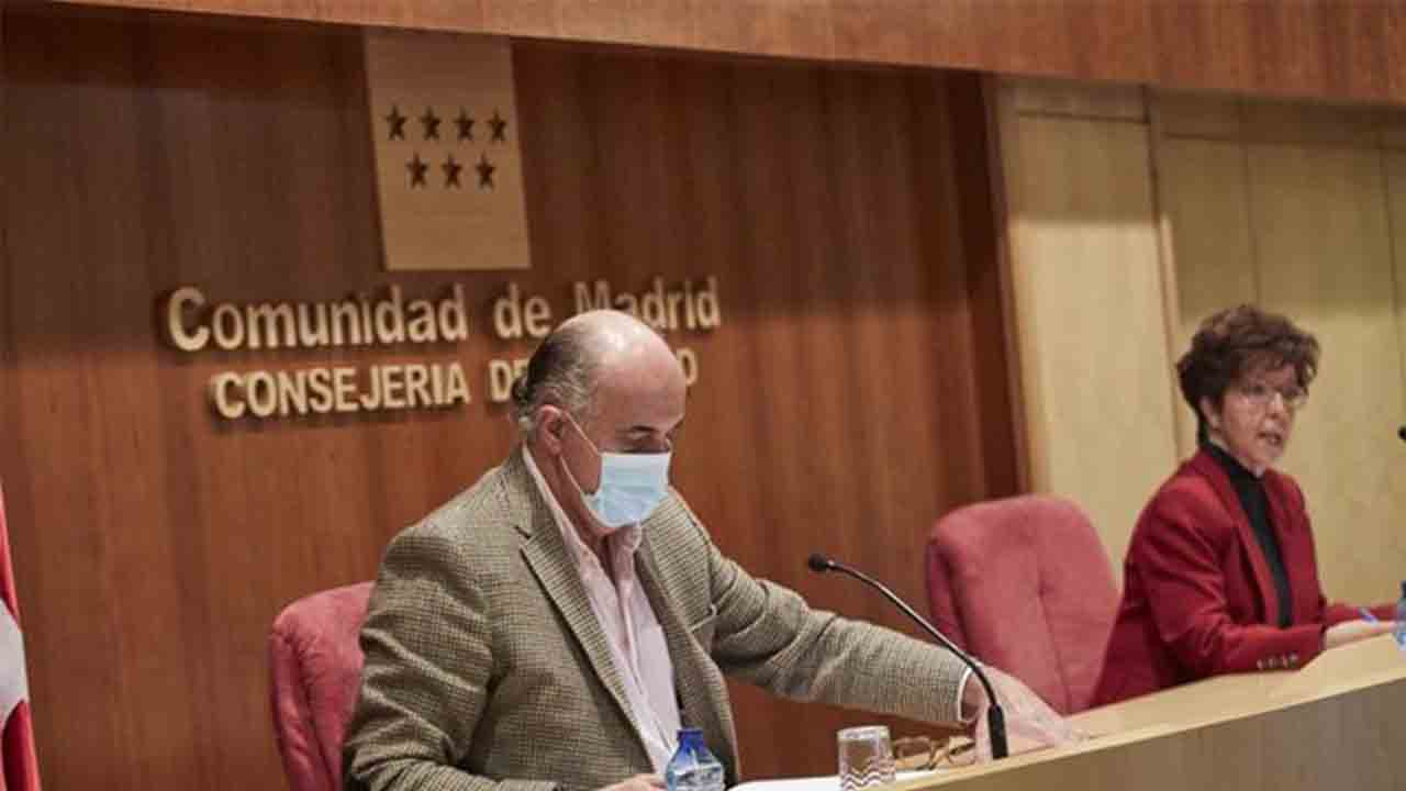 Madrid adelanta el toque de queda a las 23 horas y los bares cerraran a las 22 horas