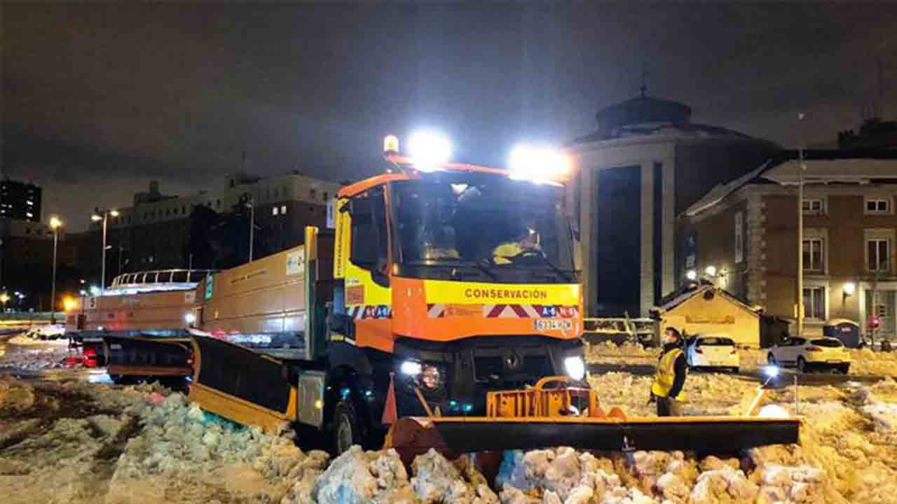 Mitma continúa su colaboración con el Ayuntamiento para la limpieza de las calles