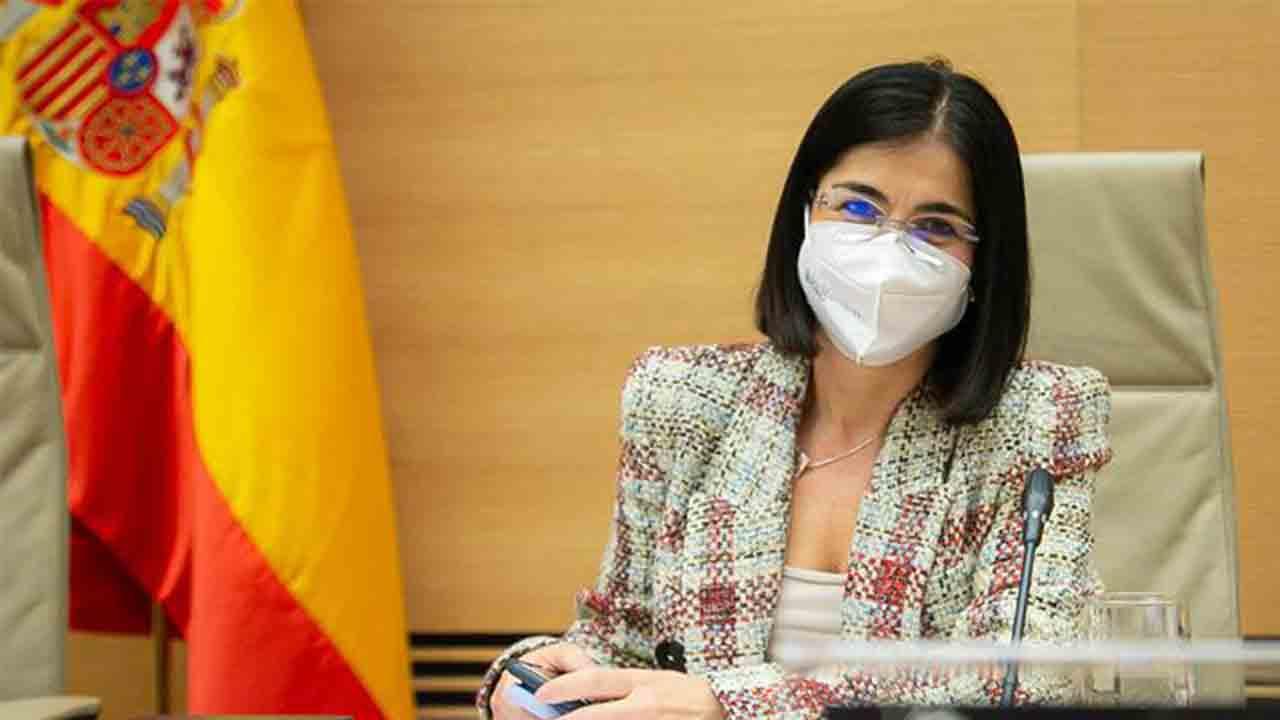 Carolina Darias: 'Nadie que quiera vacunarse en España se quedará sin vacunar'