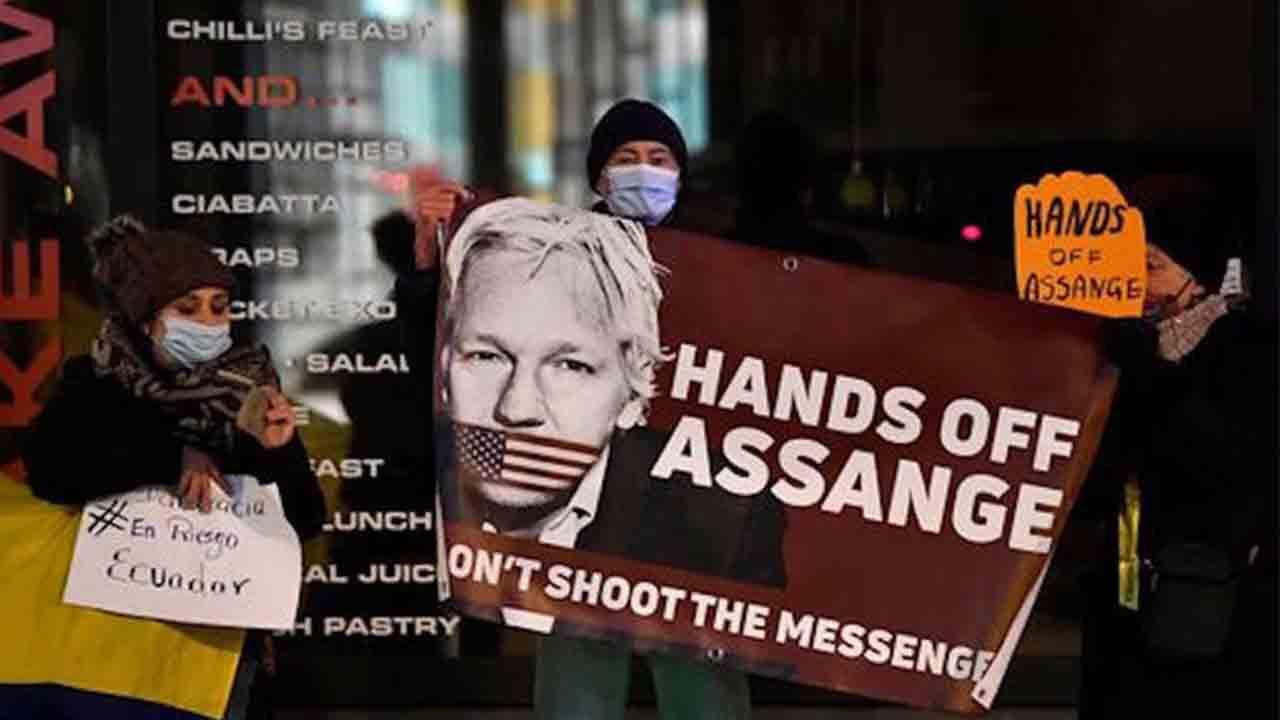 Un tribunal británico decide hoy sobre la extradición de Julian Assange