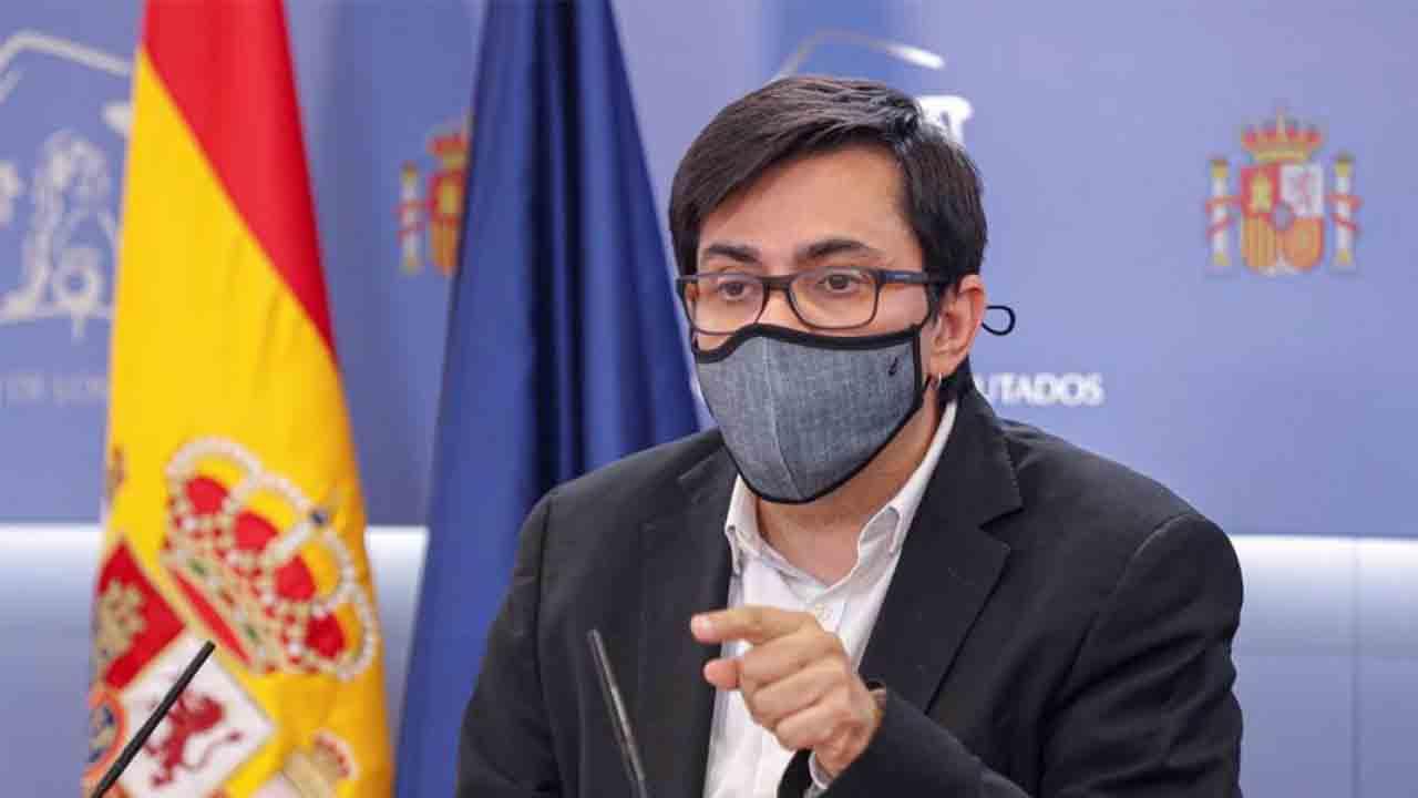 Unidas Podemos tilda de vergüenza el veto a investigar al emérito