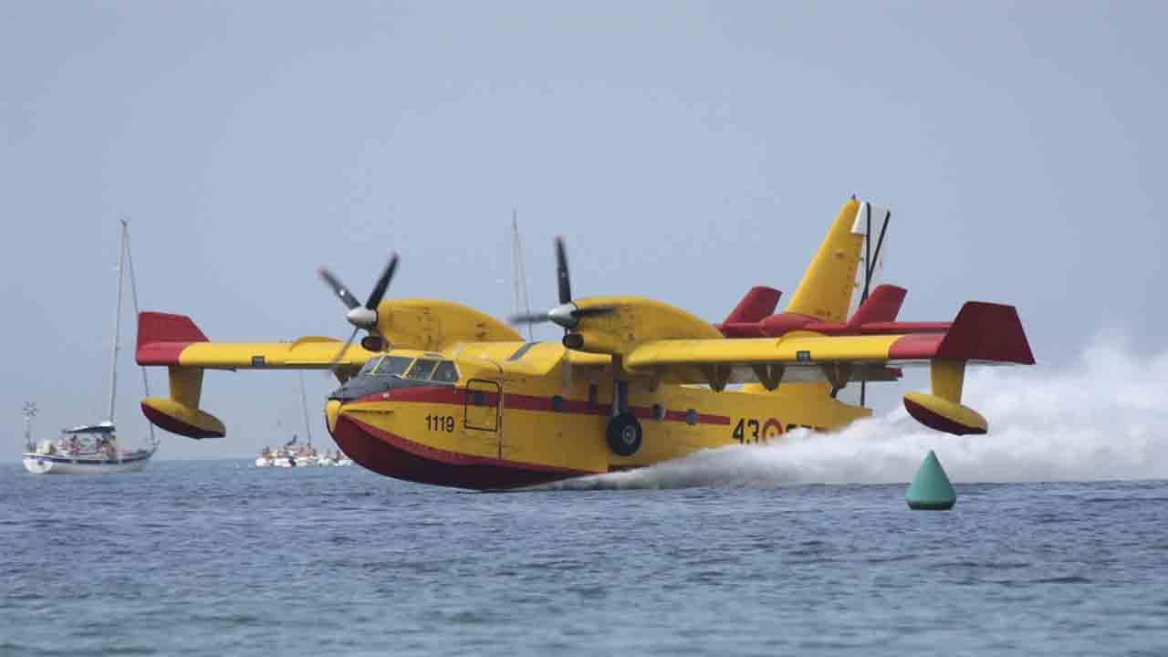 50º aniversario de los aviones anfibios Canadair CL-215