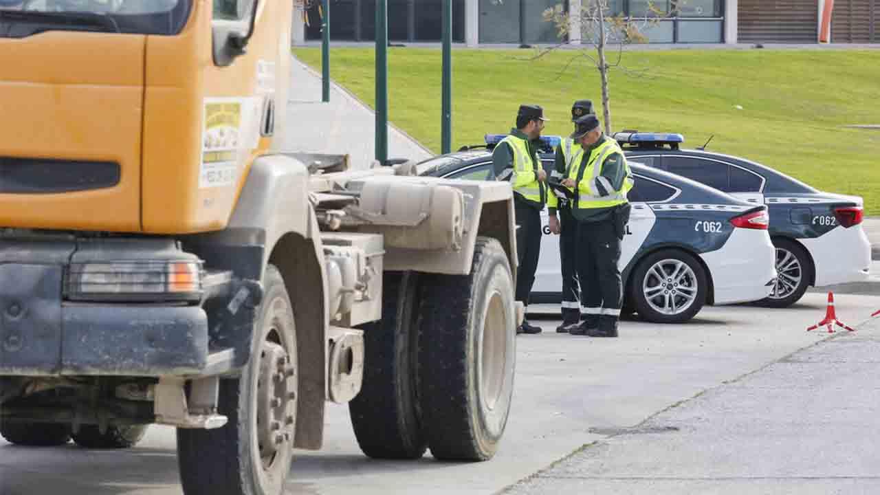 La DGT inicia una campaña de vigilancia para autobuses y camiones