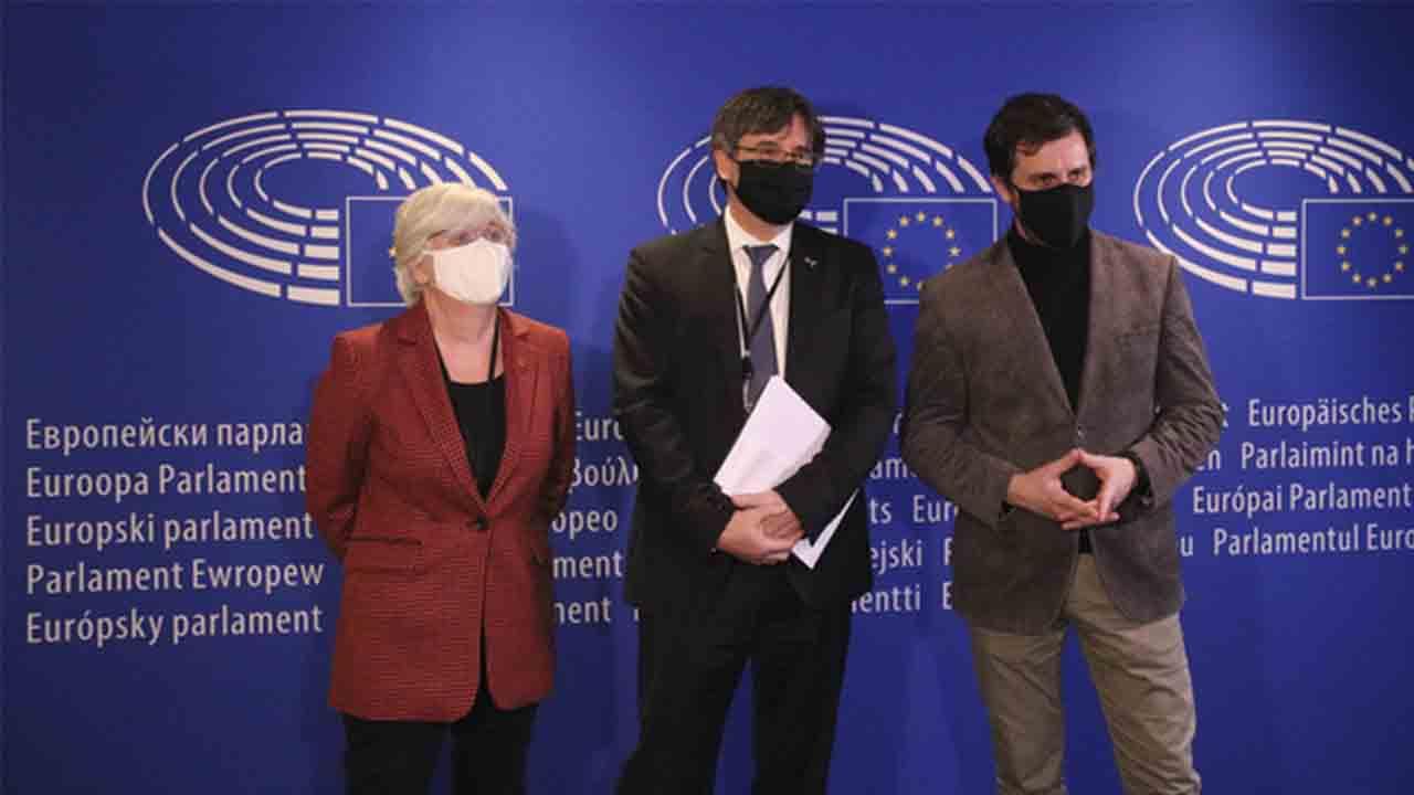 Primer paso de la Eurocámara para retirar la inmunidad a Puigdemont, Comín y Ponsatí