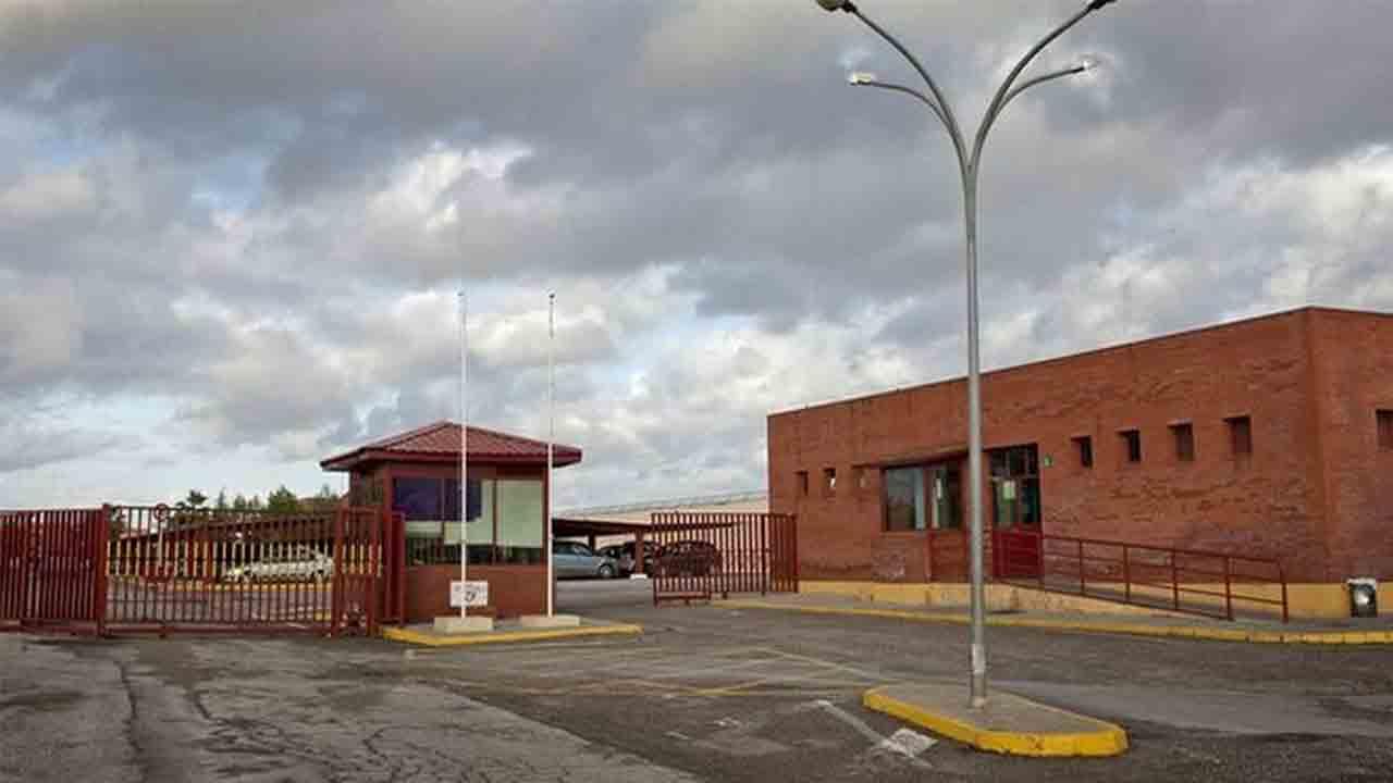 Un preso agrede a golpes a un funcionario en la cárcel de Sevilla