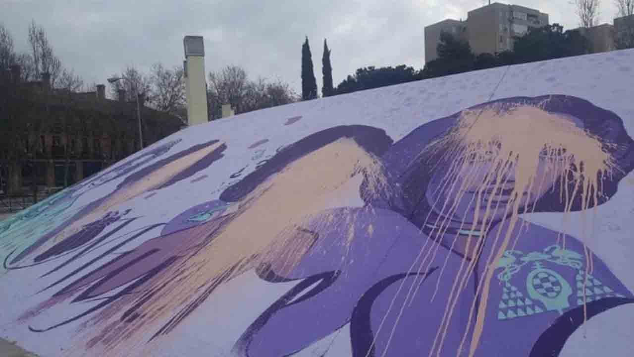 Atacan una réplica en Alcalá del mural feminista de Madrid que querían borrar