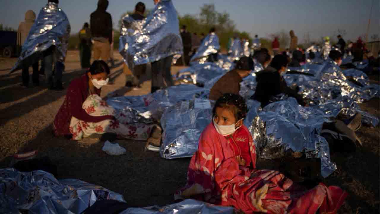 Biden bajo presión por los niños que cruzan la frontera con México