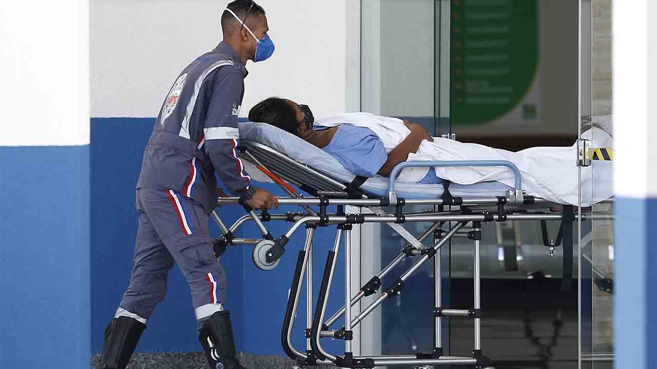 Brasil tiene el peor sábado de la pandemia, con 1.555 muertos en un día