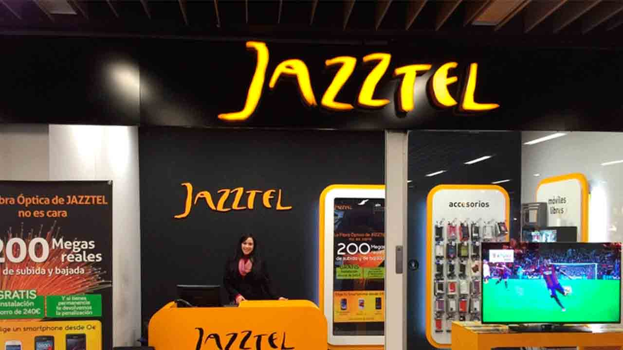 Jazztel devuelve 672 euros a un cliente que le cobró de penalización por cancelar una portabilidad