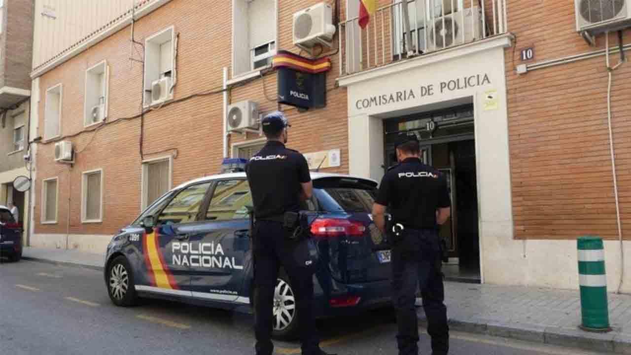 La policía evita la estafa de 39.600 euros a dos mujeres en Valencia