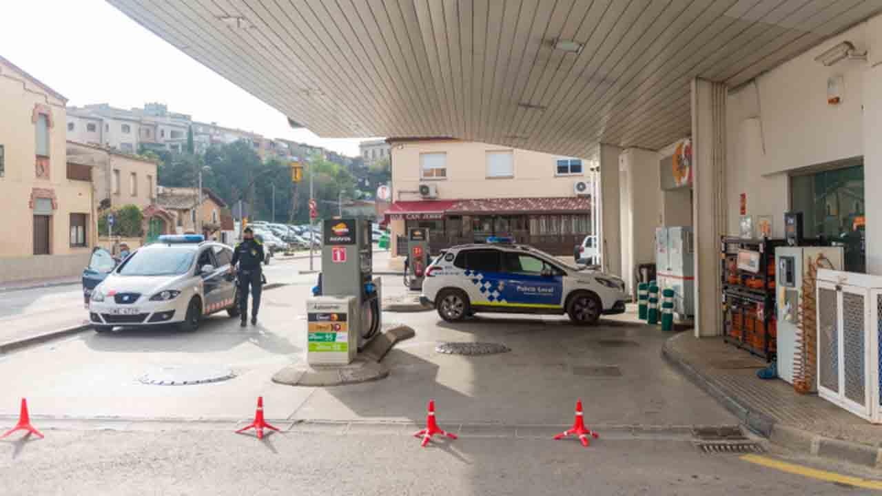 Un hombre atraca a punta de pistola y a plena luz del día una gasolinera de Girona