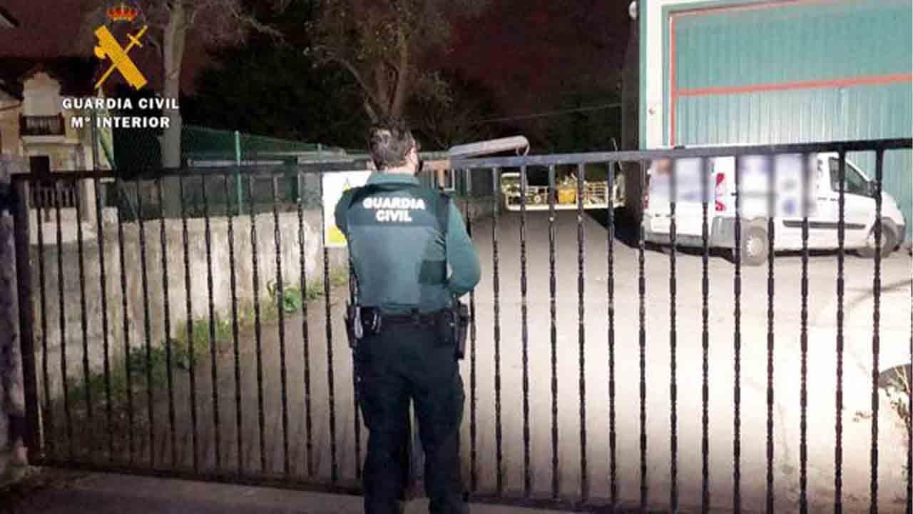 Detenido un 'falso camionero accidentado' que robaba en casas y vehículos