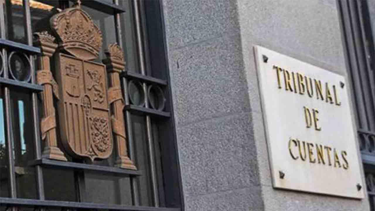El Tribunal de Cuentas cita a 36 políticos y funcionarios, entre ellos Puigdemont y Junqueras