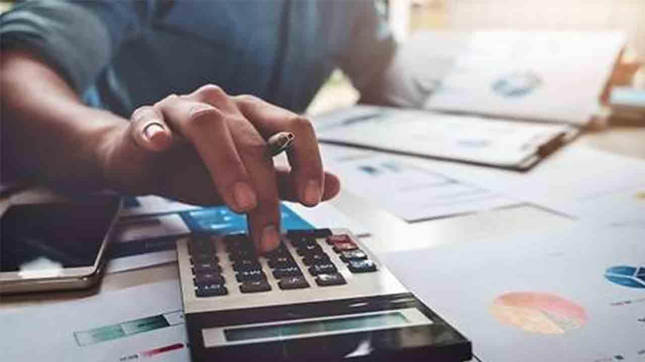 Hacienda envía a las CCAA los convenios de ayudas para autónomos y empresas