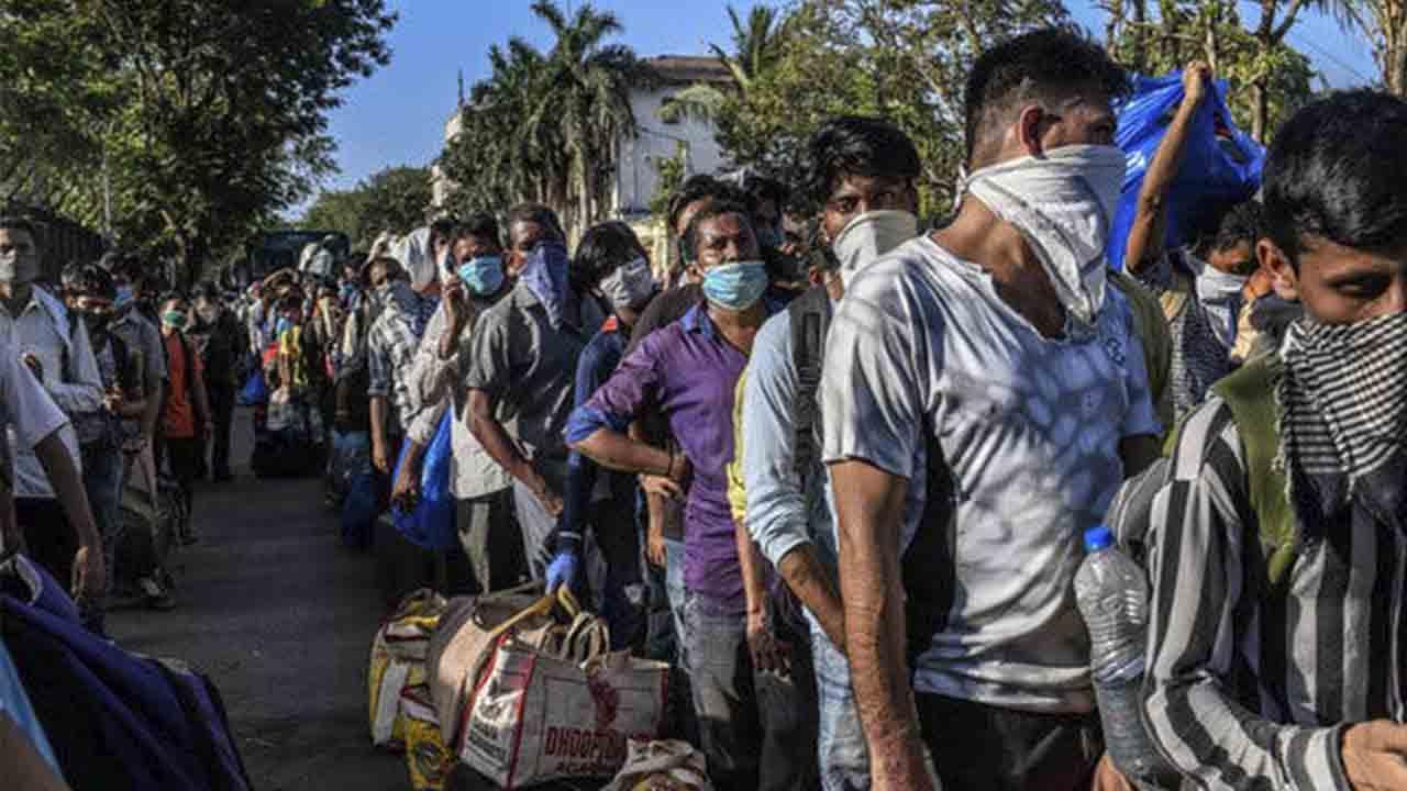 India alcanza el récord mundial con 315.000 nuevos casos diarios de Covid