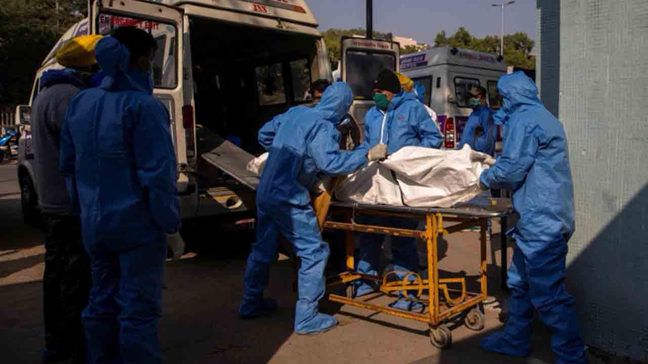India supera las 200.000 muertes por COVID