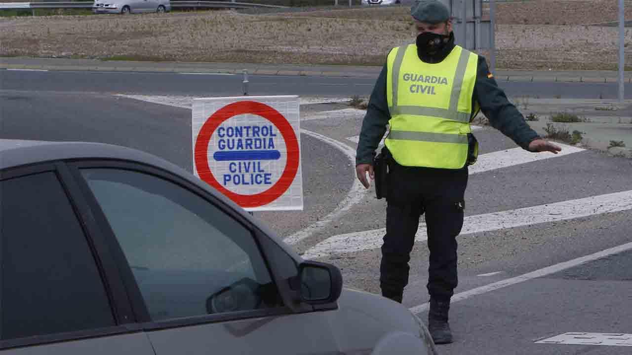 La Guardia Civil interviene en un control 95.000 euros a dos ciudadanos libios