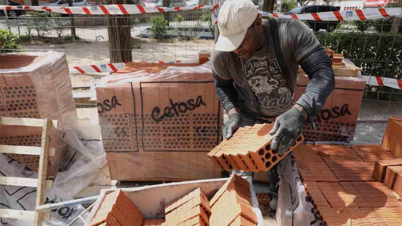 La Seguridad Social registra dos millones de trabajadores extranjeros en marzo