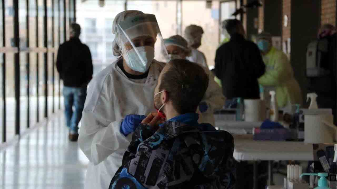Nuevo retroceso del coronavirus en Cataluña