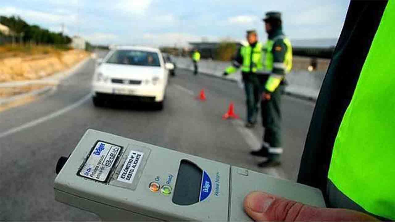 Tráfico intensifica los controles de alcohol y drogas entre los conductores